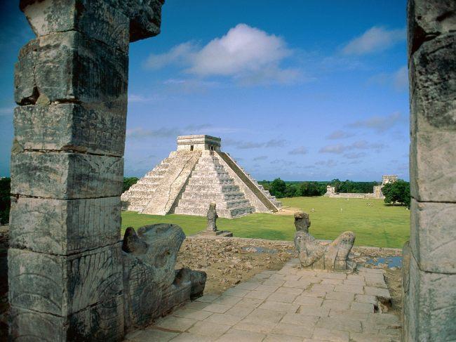 El_Castillo_Chichen_Itza_Mayan_Toltec_Mexico